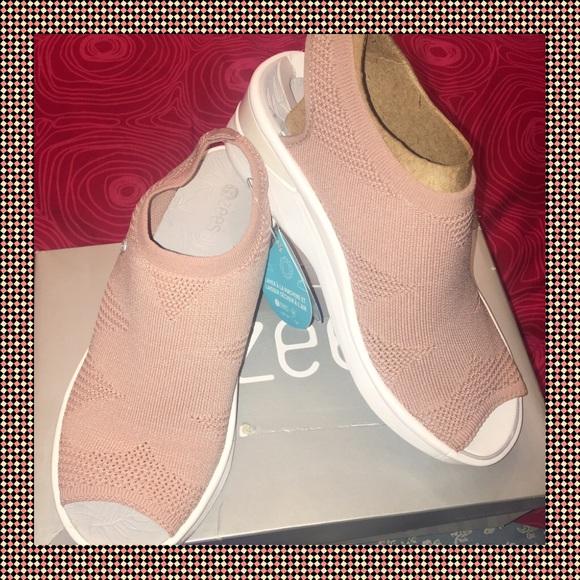 bzees Shoes - $ FIRM. 🌸Bzees Secret Mauve. 🌸